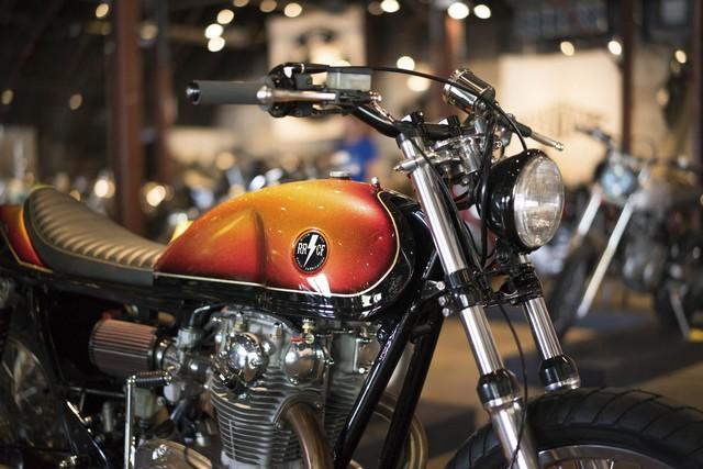 Một chiếc Yamaha XS650 độ của Heath Reed đến từ hãng River Rat Cycles. Hãng Yamaha đã sản xuất dòng XS650 từ năm 1968 - 1979. Vào thời điểm ra mắt, Yamaha XS650 được trang bị cấu hình động cơ tiên tiến nhất trong phân khúc.
