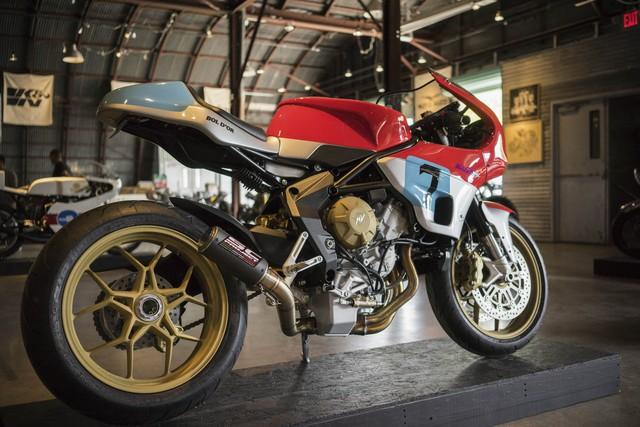 Chiếc MV Agusta độ có tên Bol d'Or của hãng Walt Siegl Motorcycles nổi tiếng. Siegl thực chất là người mang quốc tịch Úc nhưng sinh sống tại Harrisville thuộc New Hampshire, Mỹ. Anh bắt đầu thiết kế mô tô từ năm 2007 và thường tham gia đua bằng mô tô dùng động cơ V-Twin khi có thời gian.