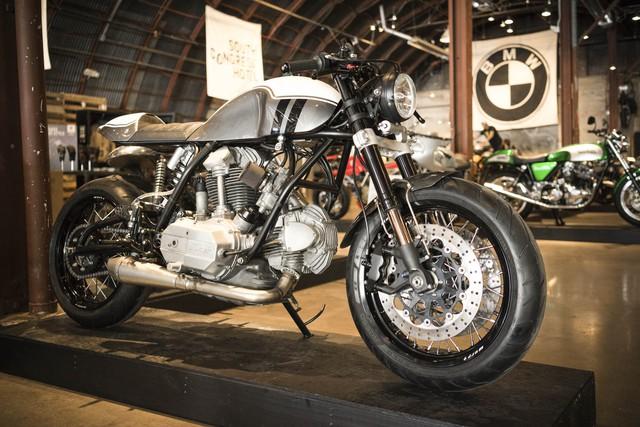 Một chiếc Ducati 860 độ của Bryan Heidt đến từ hãng Fuller Moto, đặt trụ sở tại Atlanta, bang Georgia, Mỹ. Fuller Moto là một hãng thiết kế chuyên bán phụ kiện và đồ chơi dành cho mô tô.
