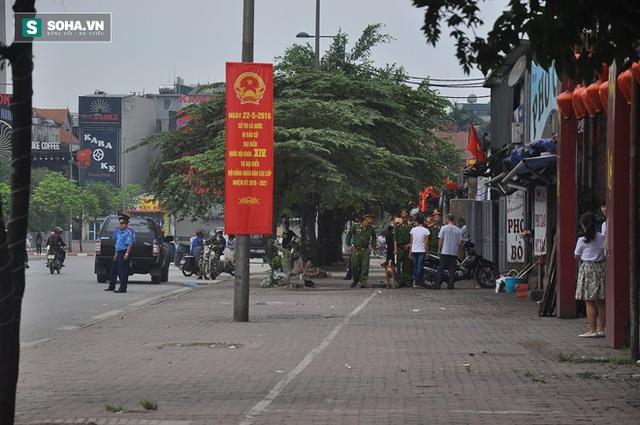 Lực lượng Cảnh sát khu vực thông báo cho nhân dân sinh sống quanh khách sạn JW Marriott trong những ngày sắp tới không được cho người lạ vào nhà.