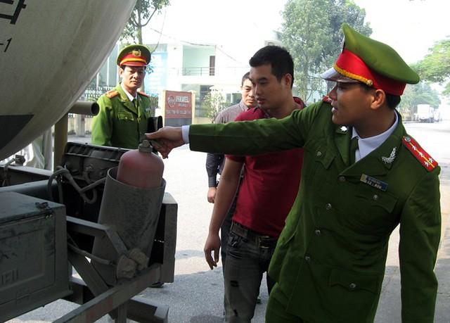 Bộ Công an sẽ kiến nghị không cấp chứng nhận đăng kiểm cho phương tiện thiếu thiết bị cứu hỏa. Ảnh: Việt Đức
