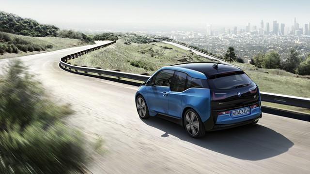 BMW i3 2017 được bổ sung màu sơn xanh dương ánh kim Protonic Blue vốn trước đó chỉ dùng cho i8