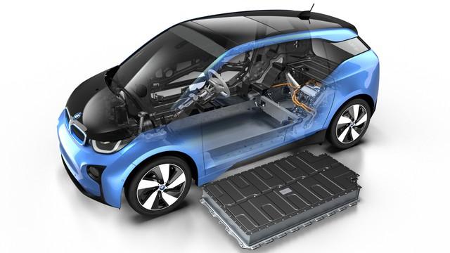 Hình ảnh cắt lớp của BMW i3 2017 cho thấy rõ khối pin lớn của xe