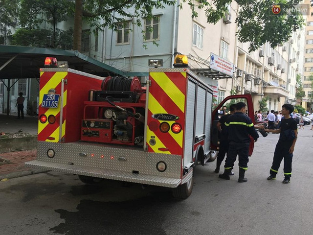Lực lượng chức năng có mặt tại hiện trường để dập tắt đám cháy.