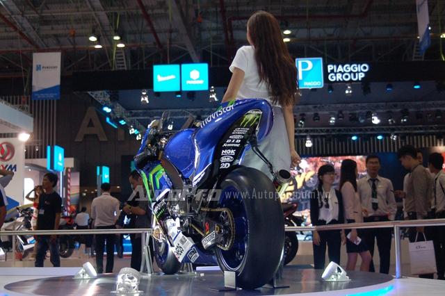 Siêu phẩm này thường xuyên xuất hiện trong các sự kiện của Yamaha Việt Nam trong 3 năm qua và tại triển lãm xe máy Việt Nam 2016, YZR-M1 cũng được trưng bày bên cạnh bộ đôi PKL khác là R6 và R1. Tại giải đua MotoGP, M1 đoạt 7 danh hiệu vô địch với 2 tay lái là Valentino Rossi Jorge Lorenzo.