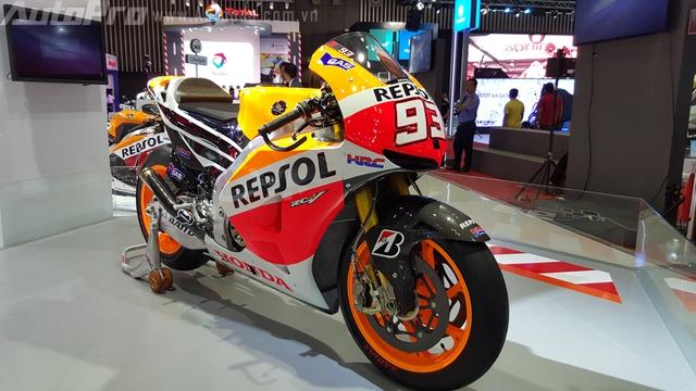 Honda RC213V ra đời lần đầu tiên vào năm 2012 nhằm chinh phục các con đường đua trong MotoGP. Siêu phẩm RC213V về Việt Nam có số áo 93 của tay lái trẻ Marc Marquez cầm cương.
