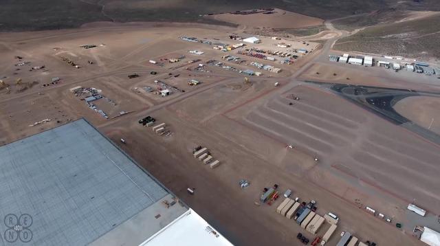 Công ty Tesla đã tiêu tốn đến hàng triệu USD vào việc xây dựng một thành phố lưu động xung quanh nhà máy Gigafactory. Bên cạnh đó là hàng trăm nghìn USD để xây dựng trạm cứu hỏa cũng như trạm bảo vệ.