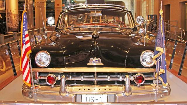 """Lincoln Mercury """"Bubbletop"""" 1950 là một trong những mẫu limousine Nhà Trắng phức tạp hơn sử dụng kính nhựa dẻo"""