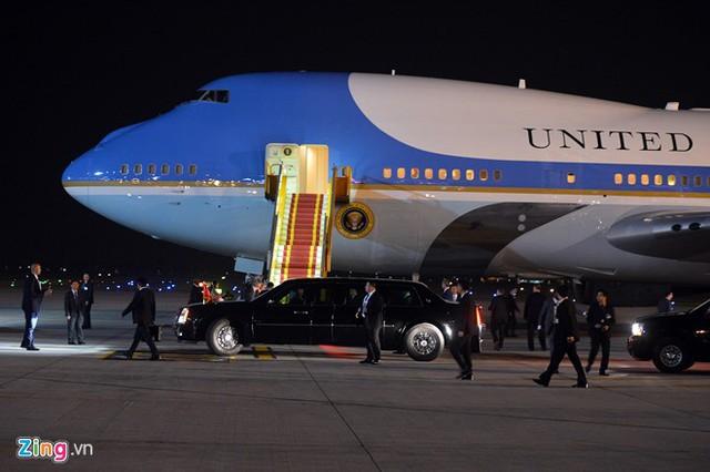 Cửa đầu máy bay là vị trí chỉ dành cho người đứng đầu Nhà Trắng được đi lại, lên xuống.