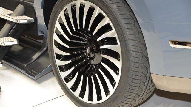 Lincoln Navigator Concept được trang bị động cơ V6 EcoBoost, tăng áp kép, dung tích 3,5 lít quen thuộc. Động cơ tạo ra công suất tối đa 400 mã lực. Động cơ này hứa hẹn sẽ được dùng trên Lincoln Navigator thế hệ mới, bên cạnh khung gầm mới.