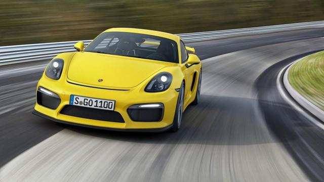 """Porsche Cayman GT4 – 7 phút 42 giây. Đây là mẫu xe được Top Gear bầu chọn là """"Dòng xe thể thao của năm"""" với hộp số sàn 6 cấp, cánh gió, khung chống lật, và hệ thống treo được cải tiến hơn so với 911 GT3. Tuy vậy, Top Gear vẫn phải khẳng định rằng mặc dù Paramera là một chiếc sedan chạy rất nhanh, nhưng với trọng lượng nhẹ và sự tập trung vào người lái, Cayman GT4 vẫn là mẫu xe dành riêng cho những khách hàng muốn trải nghiệm cảm giác lái đích thực."""