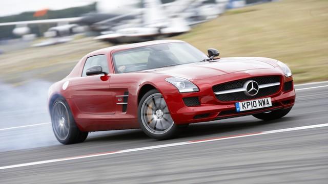 Mercedes-Benz SLS AMG – 7 phút 40 giây. Porsche Paramera thực sự đã gây ấn tượng mạnh khi đánh bai siêu xe mở cửa cánh chim của Mercedes, mặc dù chỉ hơn 2 giây với quãng đường 21 km.