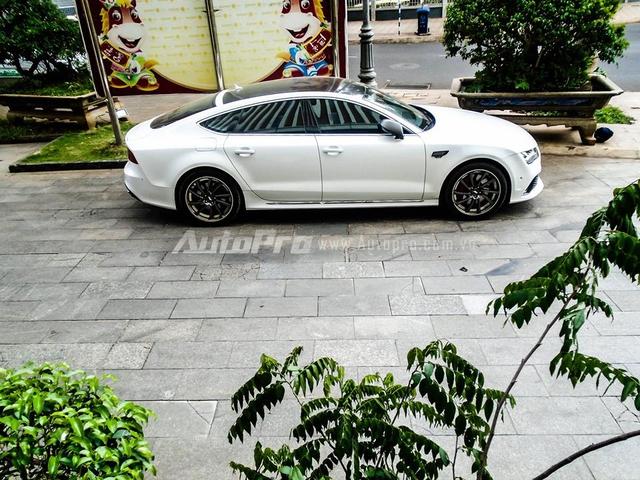Audi RS7 Sportback được xem như phiên bản nâng cấp toàn diện của chiếc A7 Sportback với kiểu dáng thể thao cùng khối động cơ đầy mạnh mẽ. Đối thủ chính của Audi RS7 Sportback  là những M6 Gran Coupe của BMW và Mercedes CLS63 AMG.