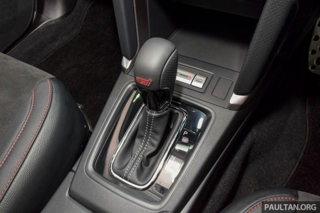 Vô lăng, cần số mới, hệ thống kiểm soát hành trình, bộ bàn đạp và lẫy gạt chuyển số bằng nhôm cũng là những điểm đáng chú ý trong Subaru Forester 2016. Cuối cùng là ghế trước và sau chỉnh điện 4 hướng, cửa mở khoang hành lý chỉnh điện có tính năng nhớ vị trí và cửa mở không cần chìa khóa.