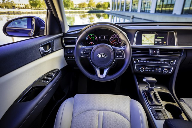 Nội thất của Kia Optima Hybrid 2017