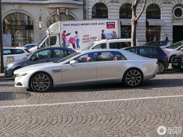 Một thành viên của trang tin Autogespot chuyên săn hình ảnh xe đẹp đến từ Hà Lan đã bất ngờ bắt gặp chiếc Aston Martin Lagonda màu trắng muốt trên đường phố Paris, Pháp.