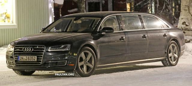 Audi A8 Limousine chạy trên đường thử.
