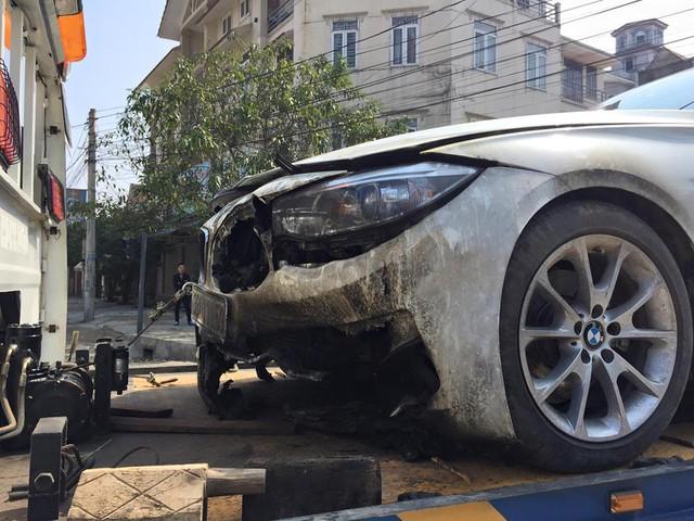 Chiếc BMW 328i Gran Turismo bị cháy vào sáng mùng 1 Tết Âm lịch.