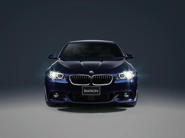 Đèn pha LED thích ứng trên BMW 5-Series Baron.