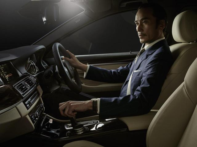 Nội thất màu be của BMW 5-Series Baron.