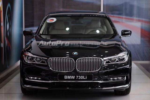 Vào hồi cuối tháng 11/2015, nhà nhập khẩu Euro Auto đã chính thức giới thiệu dòng BMW 7-Series thế hệ mới với người tiêu dùng Việt Nam. Vào thời điểm đó, hãng Euro Auto chỉ phân phối BMW 740Li thế hệ mới với giá khởi điểm từ ngày 1/1/2016 là 4,989 tỷ Đồng.
