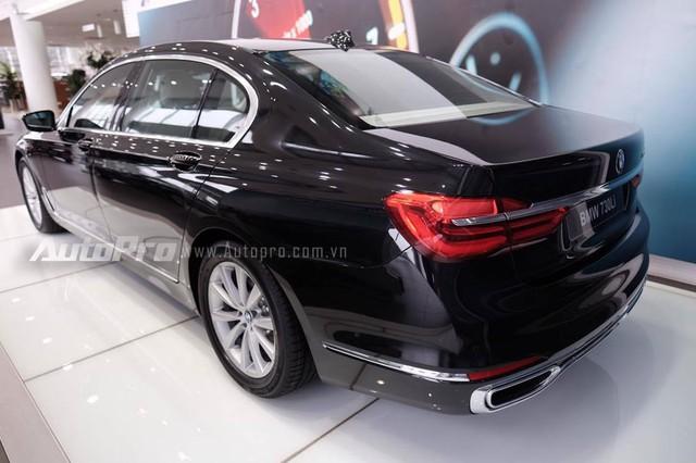 Đến nay, hãng Euro Auto lại đưa tiếp một phiên bản khác và giá rẻ hơn của BMW 7-Series thế hệ mới về Việt Nam, đó là 730Li 2016. Giá bán của BMW 730Li 2016 tại thị trường Việt Nam là 4,098 tỷ Đồng đối với bản tiêu chuẩn. Trong khi đó, BMW 730Li 2016 bản có cửa sổ trời Sky Lounge và hệ thống giải trí phía sau là 4,434 tỷ Đồng.