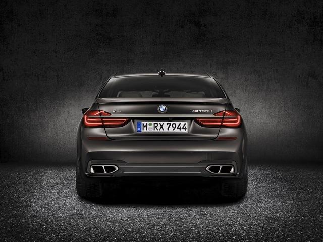 Mạnh nhất phải kể đến là BMW Alpine B7 xDrive mới được công bố thông tin vào hồi đầu tuần. Với động cơ V8, tăng áp kép, dung tích 4,4 lít, BMW Alpine B7 xDrive 2017 sở hữu công suất tối đa 600 mã lực và mô-men xoắn cực đại 800 Nm cùng thời gian tăng tốc từ 0-100 km/h trong 3,7 giây.