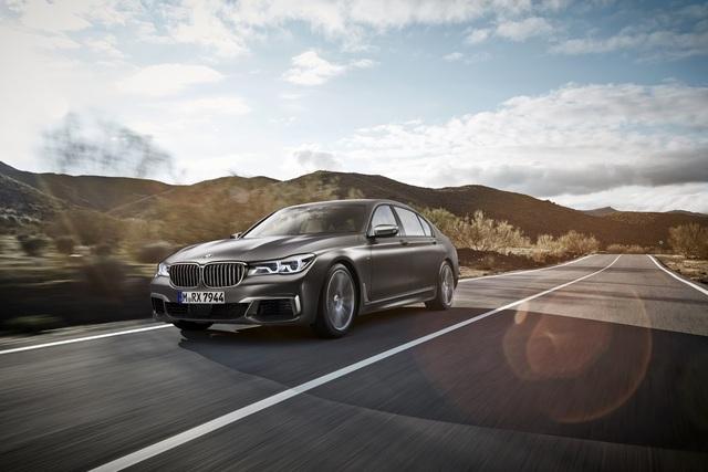 Đúng như tin đồn, hãng BMW đã bổ sung phiên bản mạnh mẽ hơn cho dòng sedan hạng sang cỡ lớn 7-Series. Những hình ảnh và thông tin đầu tiên của BMW M760Li xDrive trước thềm triển lãm Geneva 2016 đã chính thức được tung ra.