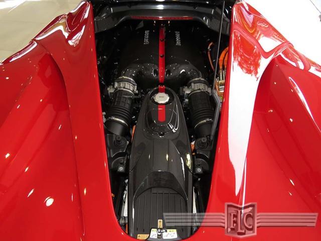 Như đã biết, Ferrari LaFerrari sử dụng động cơ V12, dung tích 6,3 lít và mô-tơ điện nên sở hữu công suất tối đa 950 mã lực.