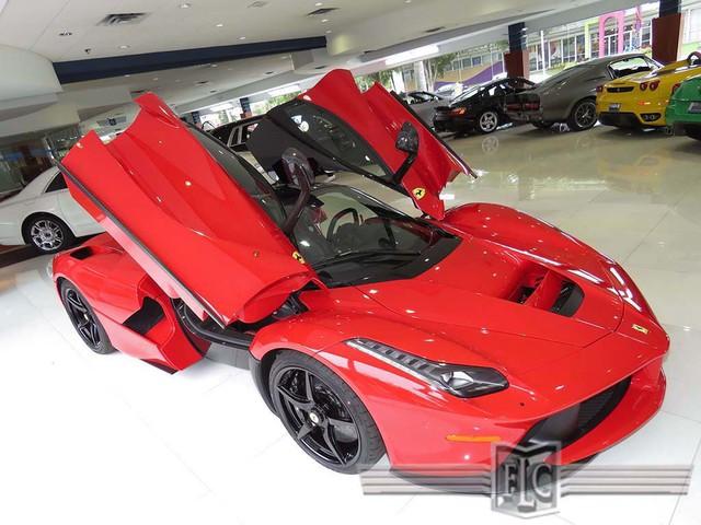 Dù sao, với những triệu phú vuột mất cơ hội mua Ferrari LaFerrari đập hộp, chiếc đã qua sử dụng này có thể sẽ đáng cân nhắc.