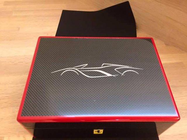 Hình ảnh giấy mời đến sự kiện ra mắt Ferrari LaFerrari Spider dành cho khách VIP xuất hiện trên mạng.