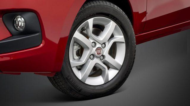 Riêng hai bản Way và Way On có thêm nẹp sườn màu đen, kéo dài đến hốc bánh cùng giá chằng đồ trên nóc xe. Trừ bản tiêu chuẩn Easy, tất cả các bản còn lại đều đi kèm vành 14 inch, nằm trong lốp 175/65R14.