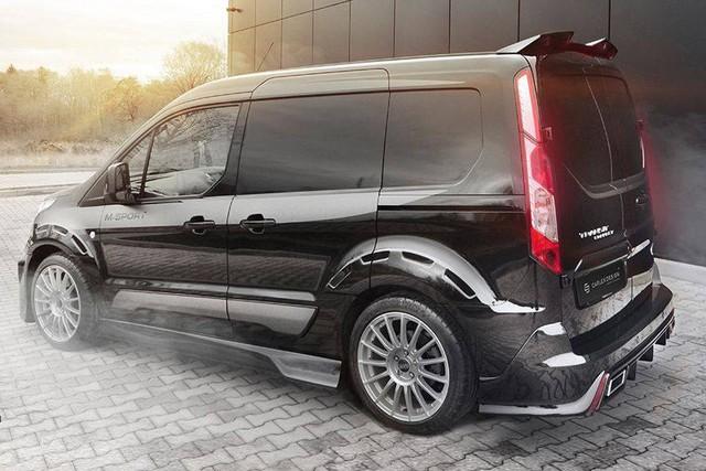Hiện hãng độ Carlex Design vẫn chưa công bố hình ảnh nội thất của Ford Transit Connect độ. Dự đoán, theo đúng truyền thống từ trước đến nay, hãng độ Carlex Design sẽ đưa hàng loạt chi tiết bọc da cao cấp vào bên trong Ford Transit Connect. Trong làng độ xe thế giới, Carlex Design vốn nổi tiếng nhờ những không gian nội thất bọc da ấn tượng.