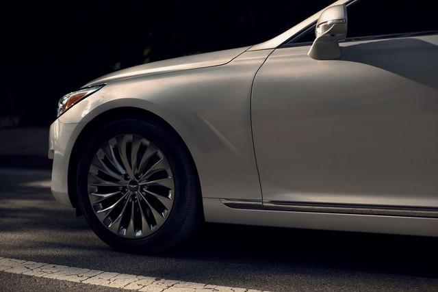 Bản thân bộ la-zăng hợp kim 19 inch với thiết kế 2 mảnh đặc biệt cũng giúp giảm tiếng ồn lọt vào bên trong Genesis G90.