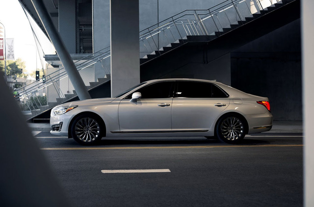 Hiện giá bán của Genesis G90 tại thị trường Mỹ chưa được công bố. Xe sẽ có 5 phiên bản màu sơn ngoại thất là trắng, đen, nâu, bạc và xám.