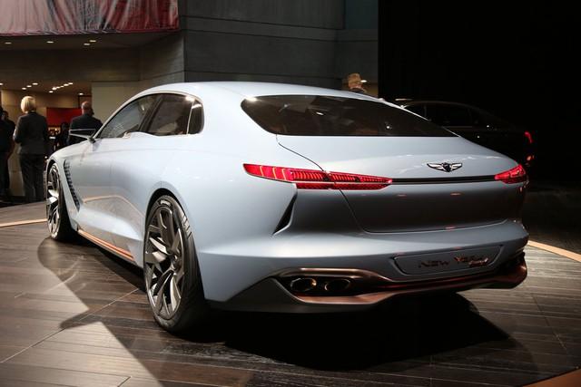 Hiện hãng Hyundai chưa công bố thông số hoạt động của Genesis New York Concept. Chỉ biết, xe sử dụng hệ dẫn động hybrid với máy xăng GDi, phun nhiên liệu trực tiếp, dung tích 2.0 lít và hộp số tự động 8 cấp. Hệ dẫn động hybrid tạo ra công suất tối đa 245 mã lực và mô-men xoắn cực đại 353 Nm.