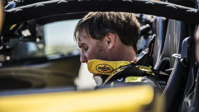 Trong sự kiện này, người cầm lái chiếc siêu xe mui trần Hennessey Venom GT Spyder là giám đốc Ford Performance Racing School, ông Brian Smith.