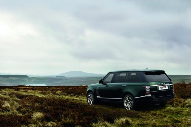 Holland & Holland Range Rover đã lần đầu tiên được trình làng vào năm 2014. Đây là sản phẩm của bộ phận Special Vehicle Operations (SVO) của Jaguar Land Rover vốn chuyên chế tạo xe phiên bản đặc biệt hoặc theo yêu cầu khách hàng.