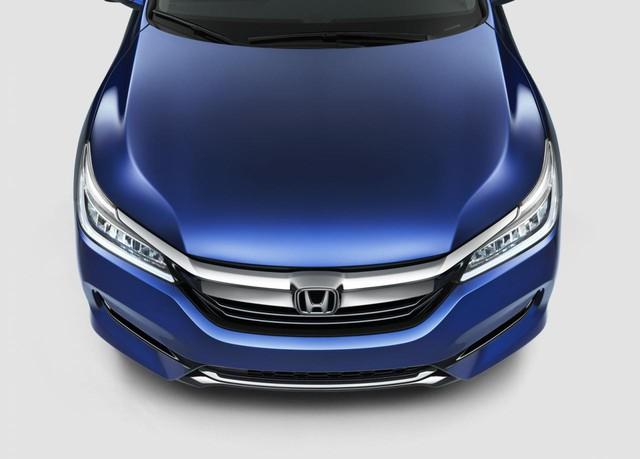 Ở phiên bản 2016, dòng Honda Accord không có phiên bản hybrid. Đến nay, Honda Accord Hybrid mới trở lại thị trường dưới dạng phiên bản 2017 với hàng loạt nâng cấp.