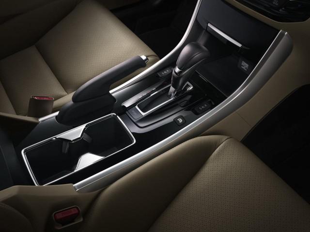 Tại thị trường Mỹ, Honda Accord Hybrid 2017 có 3 bản trang bị là tiêu chuẩn, Hybrid EX-L và Hybrid Touring.