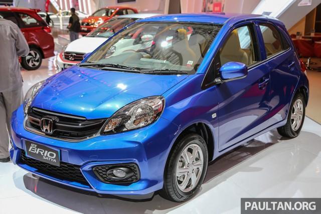 Giá bán khởi điểm của Honda Brio Satya 2016 bản S M/T tại thị trường Indonesia là 129,6 triệu Rupiah, tương đương 219 triệu Đồng. Trong khi đó, bản cao nhất là RS CVT có giá 174,7 triệu Rupiah, tương đương 295 triệu Đồng.