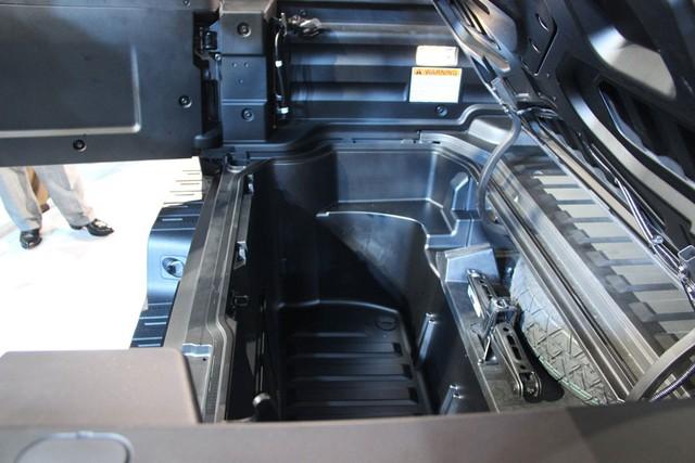 Tương tự phiên bản cũ, Ridgeline 2017 là sản phẩm do mình trung tâm Nghiên cứu và Phát triển của Honda Mỹ tạo ra. Xe sẽ được sản xuất tại nhà máy ở thành phố Lincoln, bang Alabama, Mỹ và cạnh tranh với Toyota Tacoma.