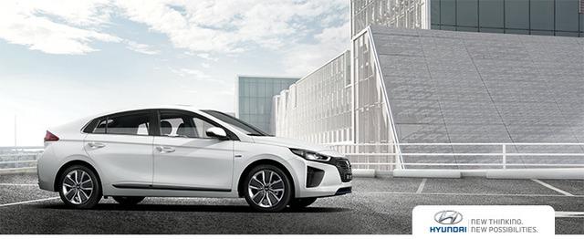 Theo hãng Hyundai, Ioniq sở hữu chiều dài tổng thể 4.470 mm, rộng 1.820 mm, cao 1.450 mm và có chiều dài cơ sở 2.700 mm.