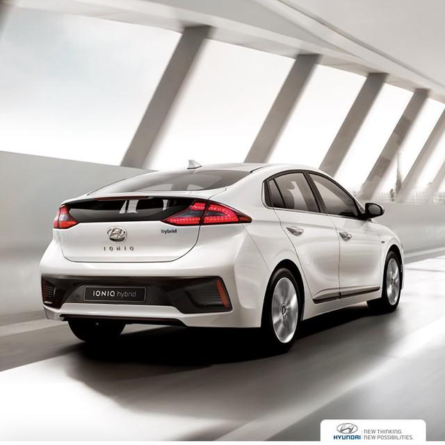 Nhìn chung, Hyundai Ioniq không phải là xe hatchback đúng nghĩa. Thay vào đó, Hyundai Ioniq mang kiểu dáng xe notchback nhiều hơn. Hyundai Ioniq sở hữu hệ số lực cản không khí dừng ở mức 0,24 Cd. Ngoài ra, Hyundai Ioniq còn nặng 1.380 kg.