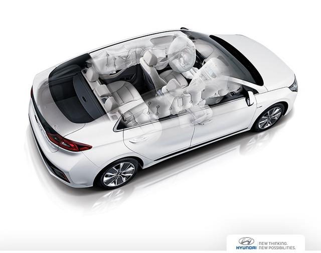 Về an toàn, Hyundai Ioniq có 7 túi khí, cân bằng điện tử ESC, kiểm soát độ ổn định thân vỏ, báo hiệu dừng khẩn cấp, hỗ trợ khởi hành ngang dốc, giám sát áp suất lốp, phanh khẩn cấp tự động, cảnh báo chuyển làn đường và phát hiện điểm mù.