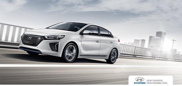 Hyundai Ioniq được coi là đối thủ trực tiếp dành cho ông vua dòng xe hybrid Toyota Prius.