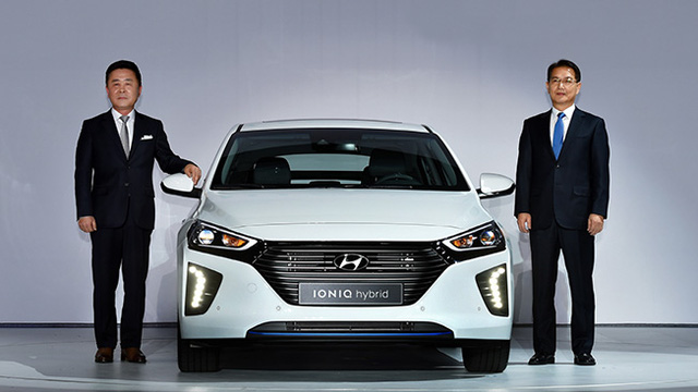 Mẫu xe hybrid đúng nghĩa là Hyundai cuối cùng đã chính thức trình làng tại thị trường quê nhà Hàn Quốc. Hãng Hyundai mới đây đã tổ chức sự kiện ra mắt tân binh Ioniq tại thủ đô Seoul của Hàn Quốc.