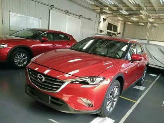 Chưa hết, Mazda CX-4 còn được trang bị gương ngoại thất khá giống với Mazda3.