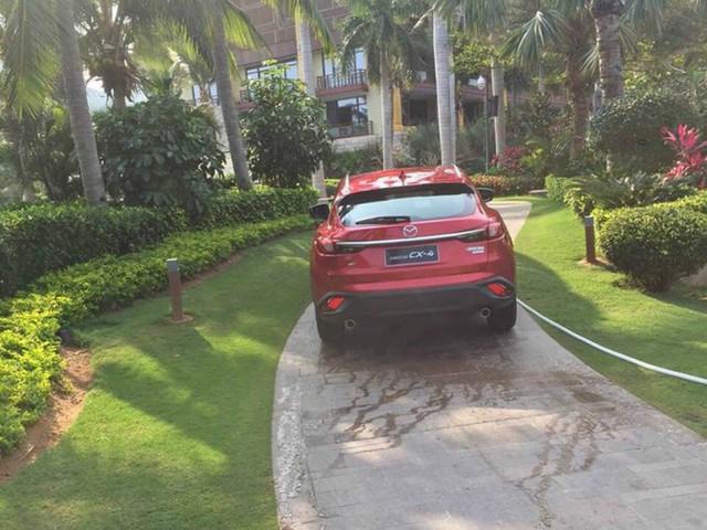 Mới đây, giới truyền thông Trung Quốc đã bắt gặp Mazda CX-4 trên đường phố trong tình trạng gần như hoàn toàn trần trụi. Có vẻ như chiếc Mazda CX-4 được đưa ra ngoài để chụp ảnh quảng cáo.