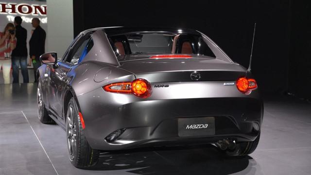 Khi mui nỉ được xếp gọn ở đằng sau, Mazda MX-5 RF vẫn cung cấp khoang hành lý có thể tích tương tự phiên bản tiêu chuẩn.